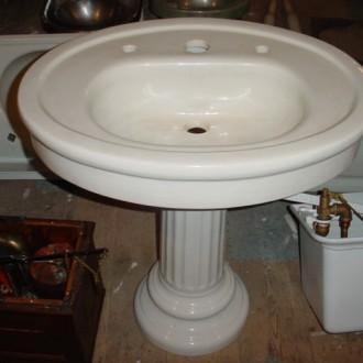 33″ Mott oval pedestal
