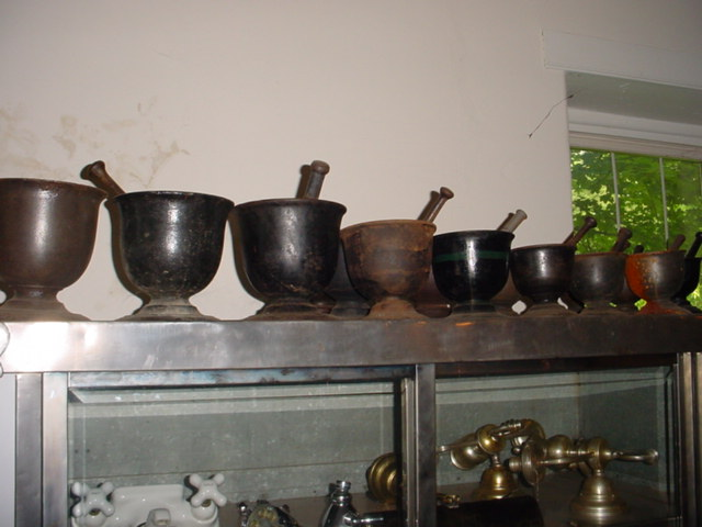 Iron mortar & pestles Image