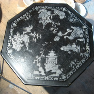 Engraved vitrolite table