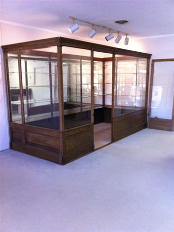 Walk in showcase display case Image