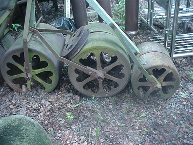 Lawn rollers Image