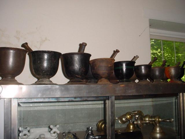 Iron mortar & pestles Image